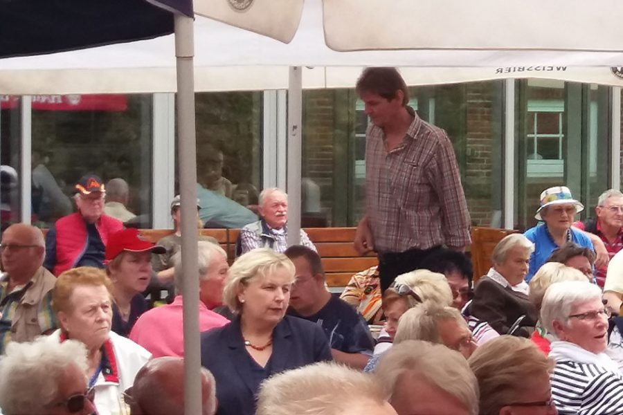 MdL Karin Logemann (Mitte) hielt ein Grußwort und unterhielt sich angeregt mit den Gästen.