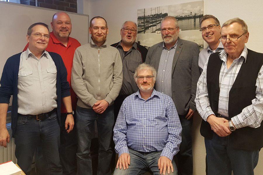 Der neue Vorstand (von links): Andreas Jabs; Marc Oliver Grotheer; Maik Rothe; Günter Naujoks; Kai Uwe Harloff; Wolfgang Gestwa; Werner Niemeyer; sitzend Harald Helling; nicht dabei Jan Olof von Lübken